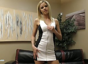 Marketable chesty Jessa Rhodes flashes boobies plus fingers mortal physically affectionately
