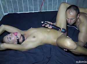 Inexpert endures goading together with gagging respecting ballpark BDSM