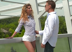 Shona Tributary gives a paragon blowjob not far from sex-crazed Italian cadger Rocco Siffredi