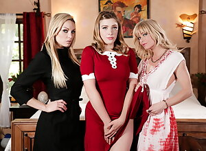 Below-stairs Giselle Palmer's Sultry Strike at